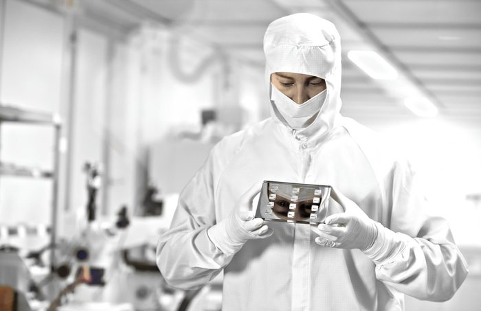 Jenoptik manufactures special high-tech components for the semiconductor industry, whose high-precision production takes place under special conditions.