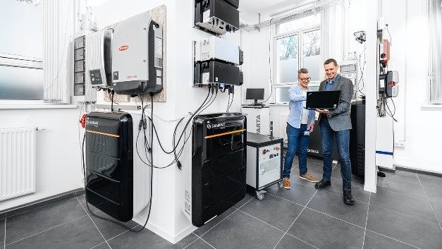 In Dresden, Kiwigrid tests and optimizes the connectivity and control of decentralized energy resources.