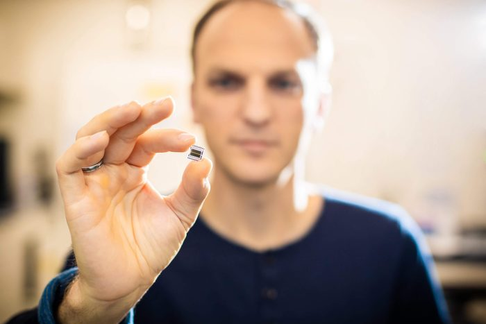 Dr. Ronny Timmreck, CEO of the Dresden-based high-tech manufacturer Senorics, with one of his promising mini-sensors.
