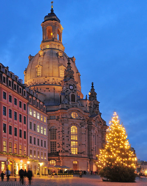 Christmas tree in front of the Frauenkirche (Church of Our Lady) at night.